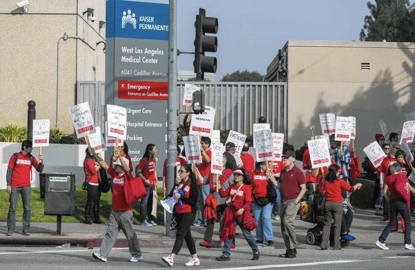 la-apphoto-kaiser-hospitals-strike-02-jpg-20150224