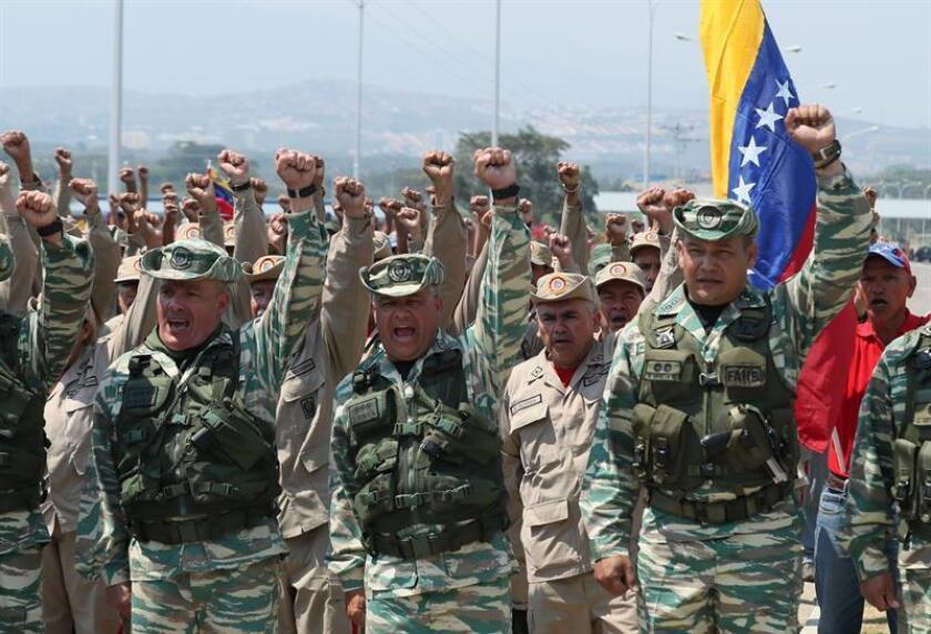 La Guardia Nacional Bolivariana bloquea el puente internacional Las Tienditas que comunica Venezuela con Colombia. EFE/Archivo