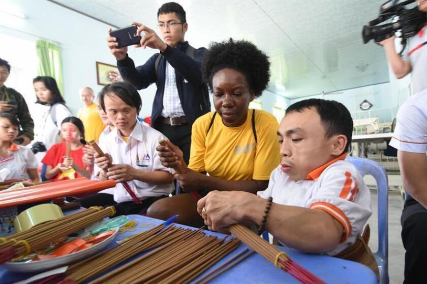 Vista de varias personas con discapacidad siguiendo instrucciones. EFE/Archivo