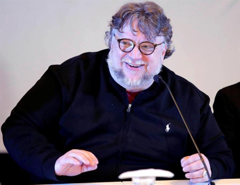 El cineasta mexicano Guillermo del Toro participa en la entrega de Becas Jenkins este domingo, en Guadalajara (México). EFE
