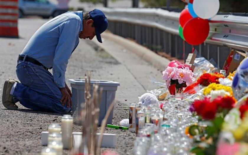 A man kneels and prays at the make shift memorial for the mass shooting that happened at a Walmart in El Paso, Texas, USA, 05 August 2019. EFE/EPA/Larry W. Smith