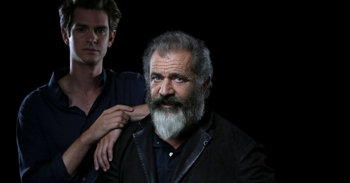 Why Does Director Mel Gibson See Hacksaw Ridge As A Love Story Los Angeles Times
