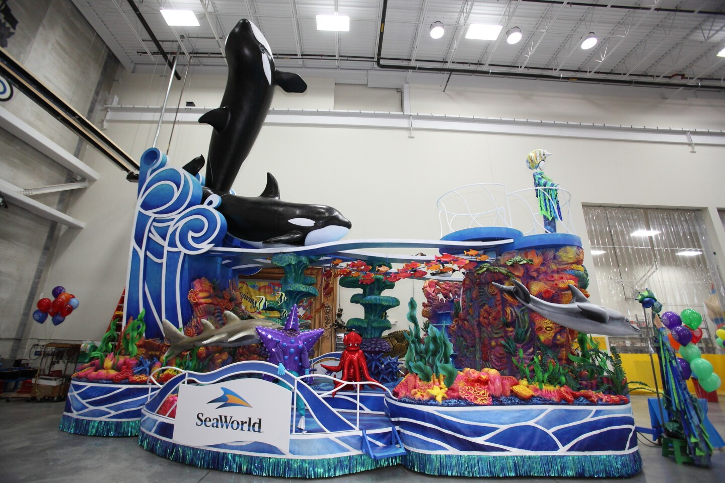Here's the aforementioned SeaWorld float that's sparking controversy.
