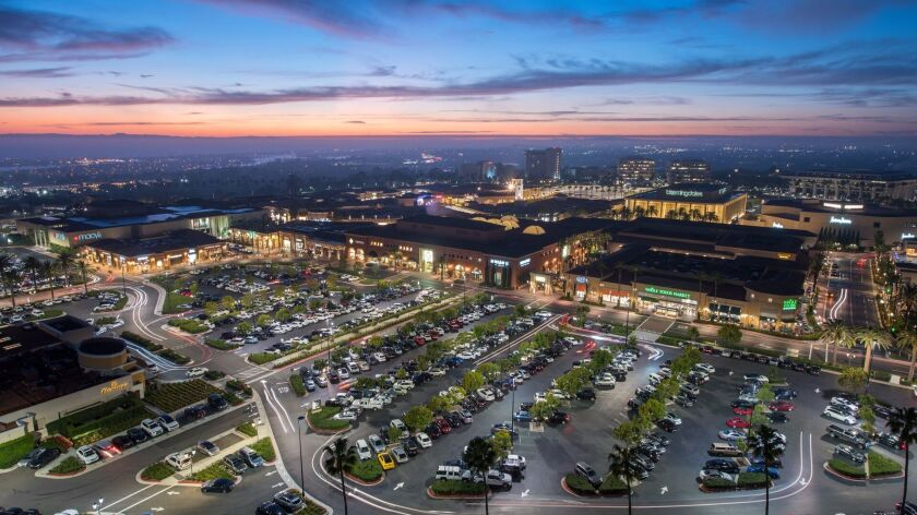 Fashion Island Mall Turns 50 With A Challenge To Remain In Fashion Los Angeles Times