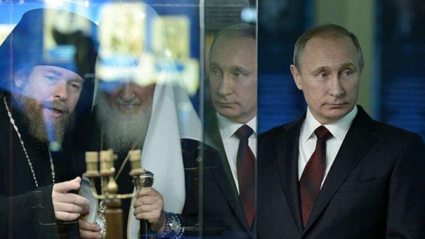 La pregunta de si el padre Tikhon Shevkunov es el consejero espiritual y confesor, dukhovnik en ruso, de una de las personas más poderosas del mundo lleva años sin poder responderse oficialmente.
