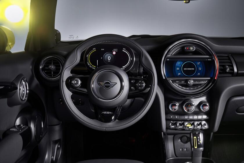 Mini cooper SE EV-Interior.jpg