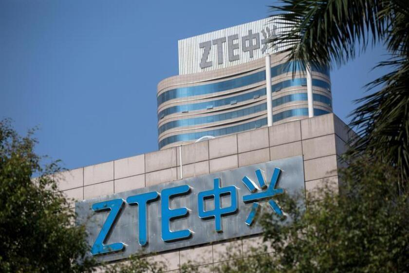 Fotografía de archivo que muestra el logo de la compañía ZTE en su sede central situada en Shenzhen, en la provincia de Guangdong (China). EFE/Archivo