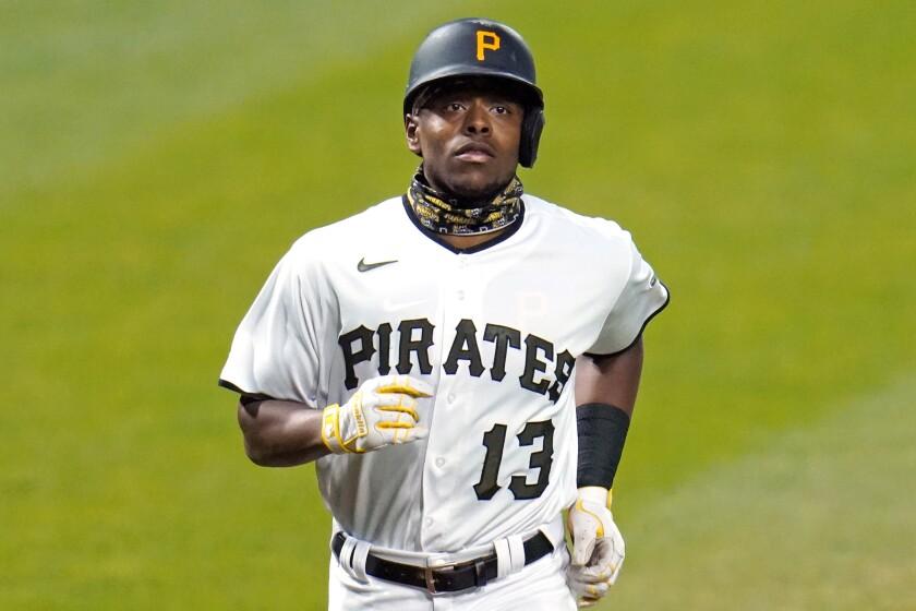 Ke'Bryan Hayes, de los Piratas de Pittsburgh, recorre las bases luego de conectar un jonrón ante los Cachorros de Chicago, en el encuentro del miércoles 23 de septiembre de 2020 (AP Foto/Gene J. Puskar)