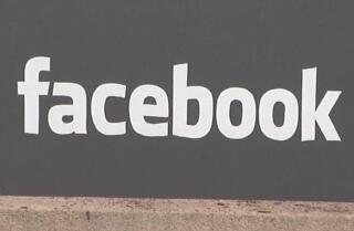 Facebook necesita tus fotos desnudas para protegerte de la venganza porno