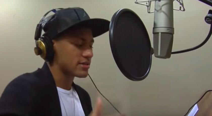 Neymar, en el estudio de grabación...