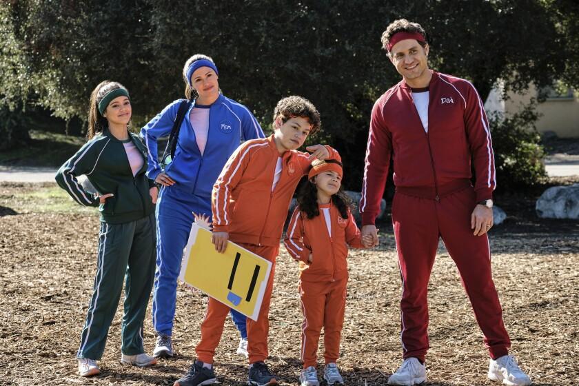 Jenna Ortega , de izquierda a derecha, Jennifer Garner, Julian Lerner, Everly Carganilla y Edgar Ramirez