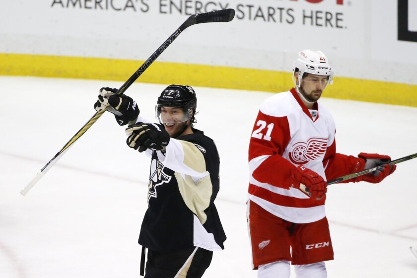 Pittsburgh Penguins' Matt Cullen (7) celebrates his goal as Detroit Red Wings' Tomas Tatar (21) skates back to his bench during the first period of an NHL hockey game in Pittsburgh, Thursday, Feb. 18, 2016. (AP Photo/Gene J. Puskar)