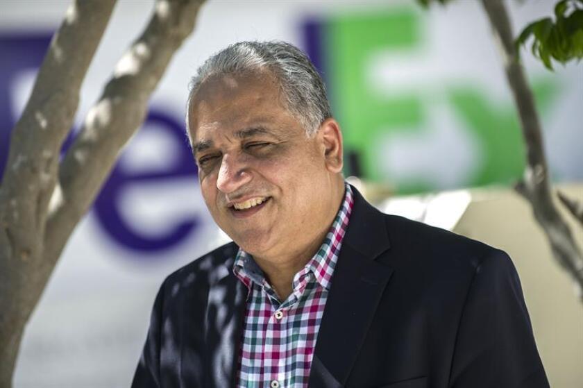 """La defensa del expresidente panameño Ricardo Martinelli apuntó hoy que la oposición de la Fiscalía de EE.UU. a que la extradición del exmandatario solo se haga efectiva una vez que se haya resuelto la apelación en Atlanta, """"puede ser entendida como un deseo de evitar una derrota"""" en esa instancia. En la imagen el portavoz del expresidente de Panamá Ricardo Martinelli, Luis Eduardo Camacho. EFE/ARCHIVO"""