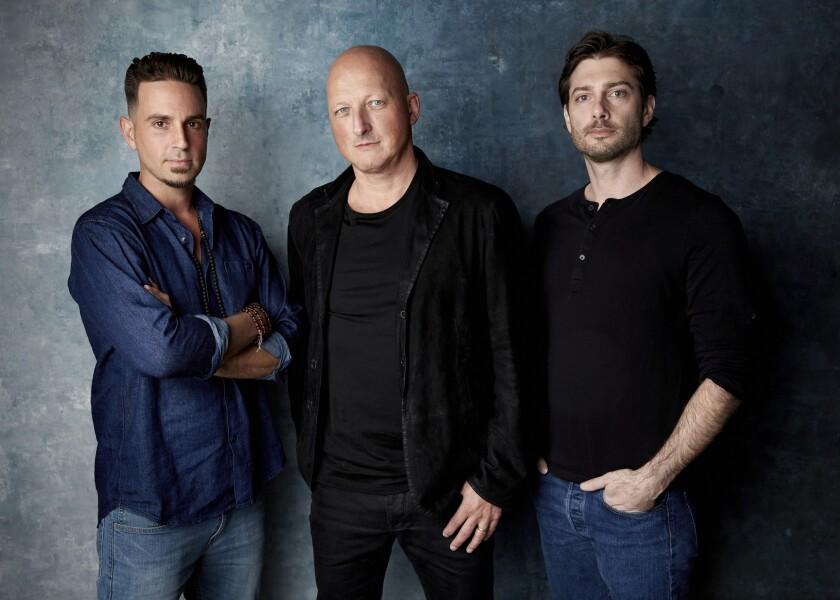 ARCHIVO- James Safechuck, de derecha a izquierda, el director Dan Reed y Wade Robson