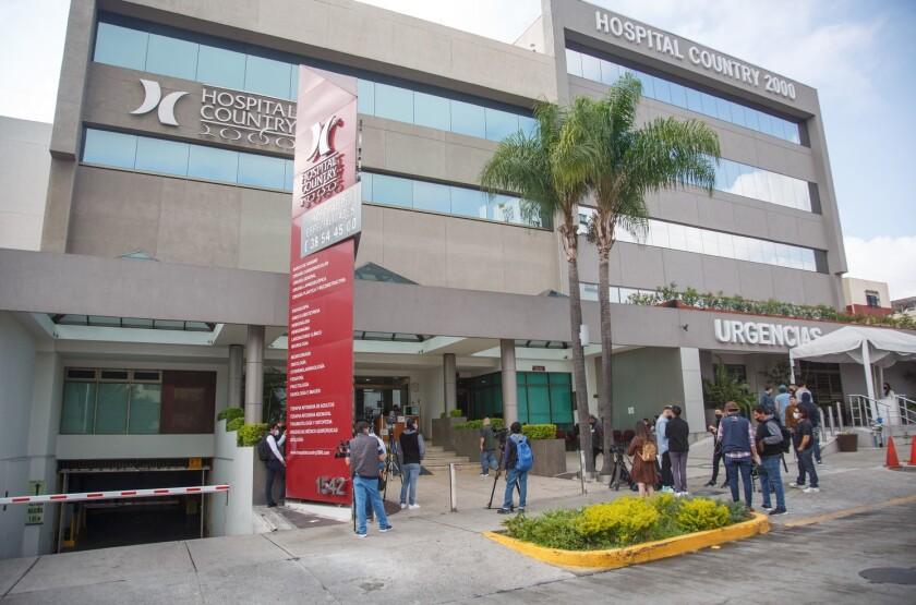 Vista frontal del hospital Country 2000, en Guadalajara, en el que fue internada la madre de Alejandro Fernández.