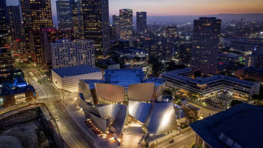 Una fotografía con drones muestra el Walt Disney Concert Hall y el Broad Museum. (Travis Geske / para The Times).