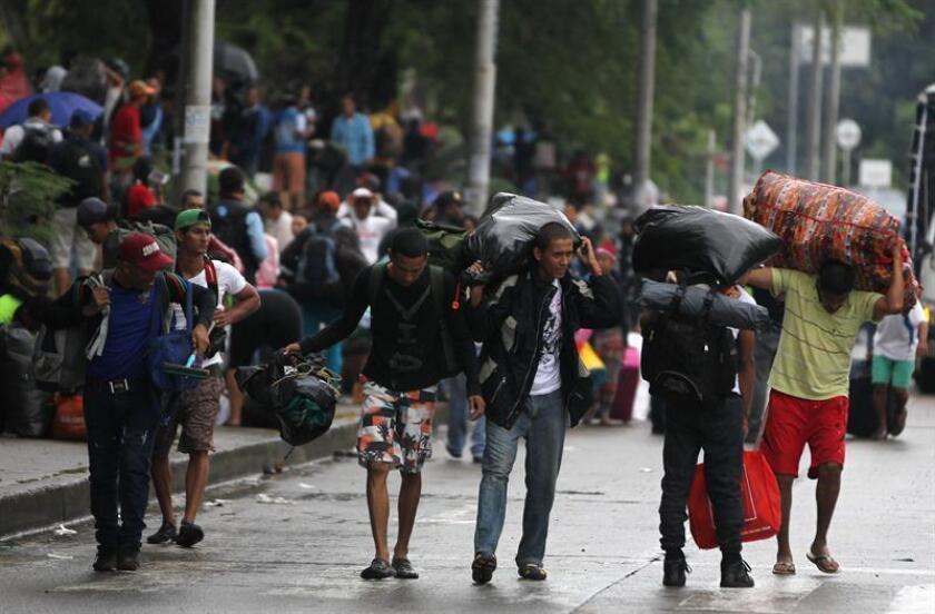 Alrededor de 2,3 millones de venezolanos han huido del país como consecuencia de la crisis, según dijo hoy la ONU, que alertó de la falta de alimentos y de medicinas que sufre la población. EFE/Archivo