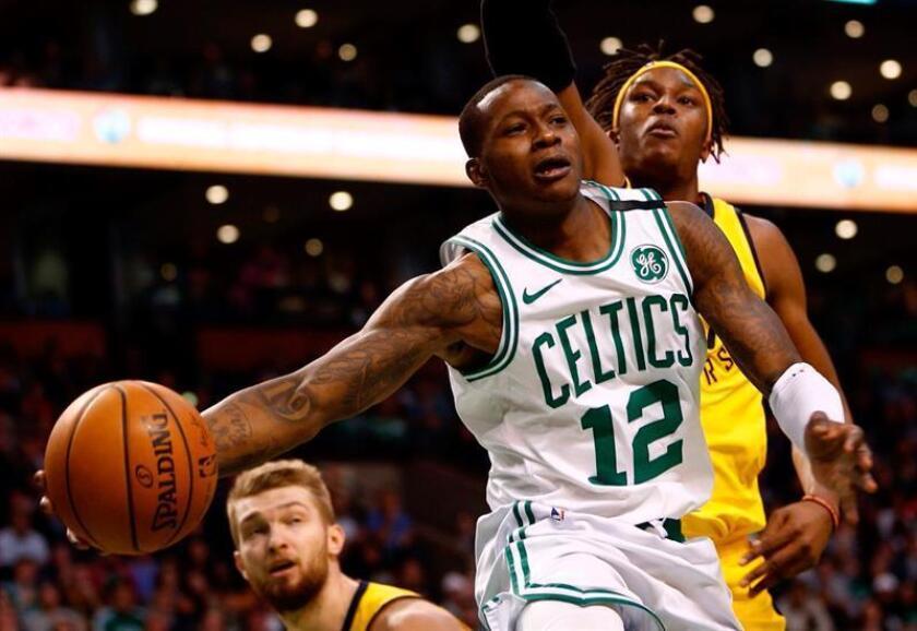 Terry Rozier (C), base de los Celtics de Boston. EFE/Archivo