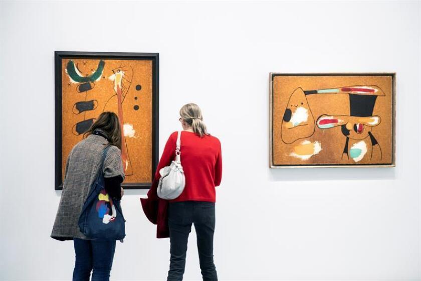 El Museo de Arte Moderno de Nueva York (MoMA) anunció hoy una amplia exhibición de más de 60 obras de Joan Miró que abrirá sus puertas en febrero de 2019 y que explora el desarrollo del universo pictórico del artista español entre 1920 y 1950. EFE/Archivo