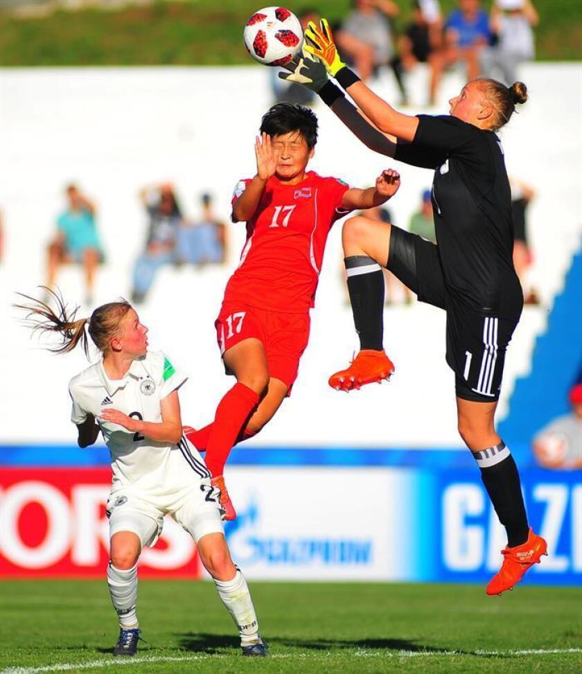 North Korean Kyong Kim (C) in action against German goalkeeper Wiebke Willebrandt (R) during the Women's Under 17 World Cup match between the national soccer teams of North Korea and Germany, at the Alberto Suppici stadium, in Colonia, Uruguay, 14 November 2018. EPA-EFE/Dante Fernandez