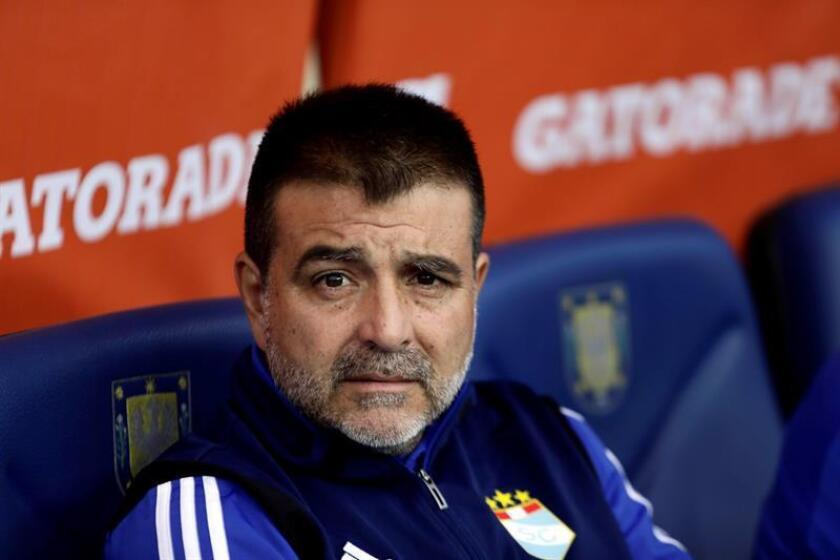 Imagen de archivo del entrenador de Sporting Cristal Claudio Vivas. EFE/Archivo