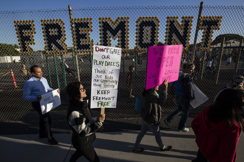 """Parents and students protest plan for """"closed campus"""" at Fremont Elementary School"""