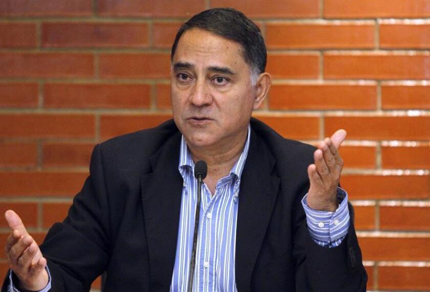El director del Instituto de Fisiología Celular, Félix Recillas, habla en rueda de prensa hoy, en Ciudad de México (México). EFE