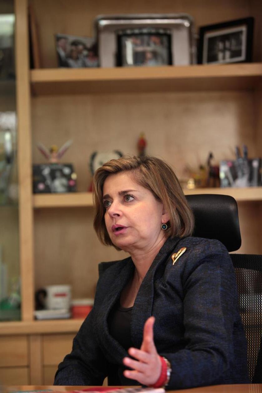 Fotografía de archivo del 13 de marzo de 2017, de la presidenta de American Chamber en México, Mónica Flores, quien habla durante una entrevista con Efe, en Ciudad de México (México). EFE