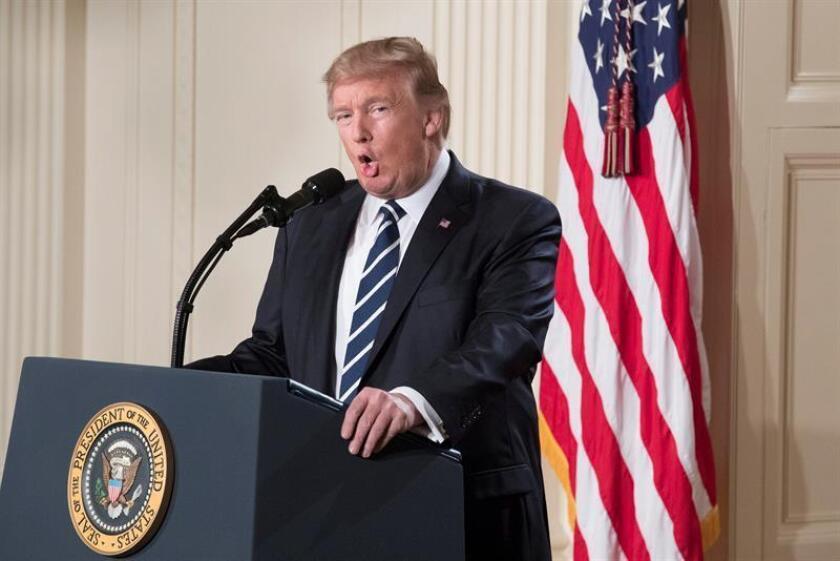 """El presidente de EE.UU., Donald Trump, dijo hoy que no importa si su veto a la entrada de refugiados e inmigrantes es una """"prohibición"""" o no, sino que su objetivo es mantener """"a las personas malas"""" fuera del país. EFE"""