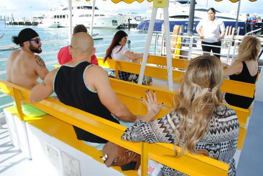 El ayuntamiento de Miami Beach (Florida) puso hoy en marcha un nuevo servicio de taxi marítimo como alternativa al uso del vehículo privado y el transporte público convencional y a la vez sumó un nuevo atractivo para los turistas. EFE
