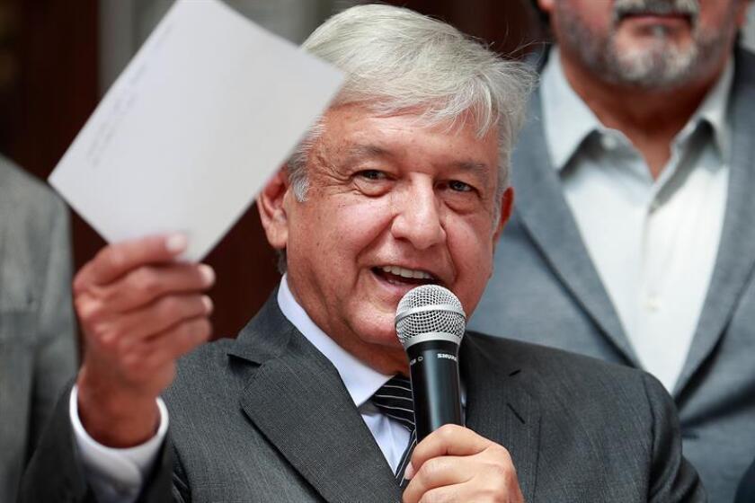 El presidente electo de México, Andrés Manuel López Obrador, abrió hoy una encuesta en sus redes sociales para elegir el nombre en español del nuevo tratado comercial con Estados Unidos y Canadá. EFE/Archivo