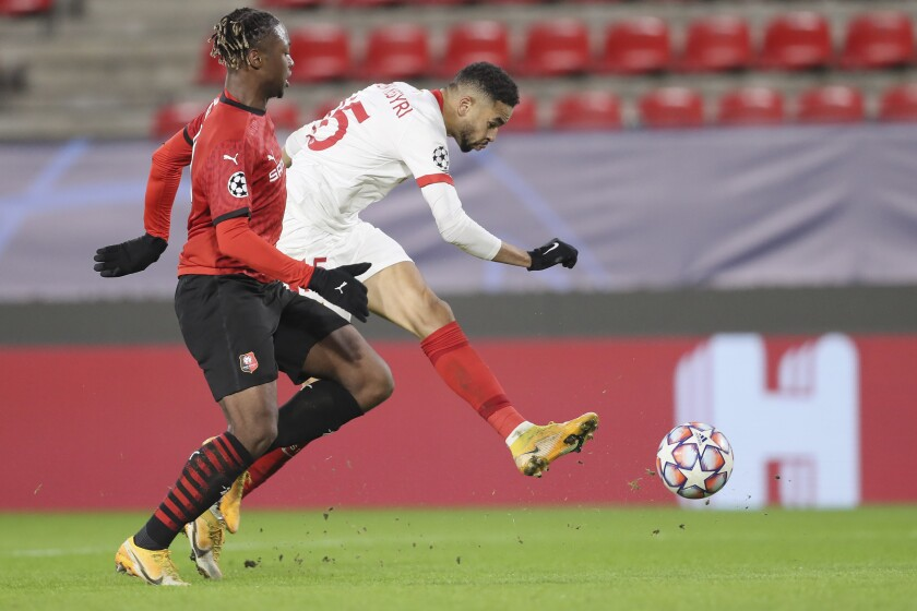 Sevilla's Youssef En-Nesyri, right, in action during the Champions League, group E soccer match between Rennes and Sevilla at the Roazhon Park stadium in Rennes, France, Tuesday, Dec. 8, 2020. (AP Photo/David Vincent)