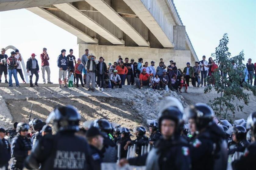 Los integrantes de la caravana migrante que permanecen en la frontera mexicana con EE.UU. podrían esperar hasta dos meses para que sus solicitudes de asilo comiencen a ser atendidas, según pronosticó hoy a Efe un portavoz de la Oficina de Aduanas y Protección Fronteriza (CBP). EFE/ARCHIVO