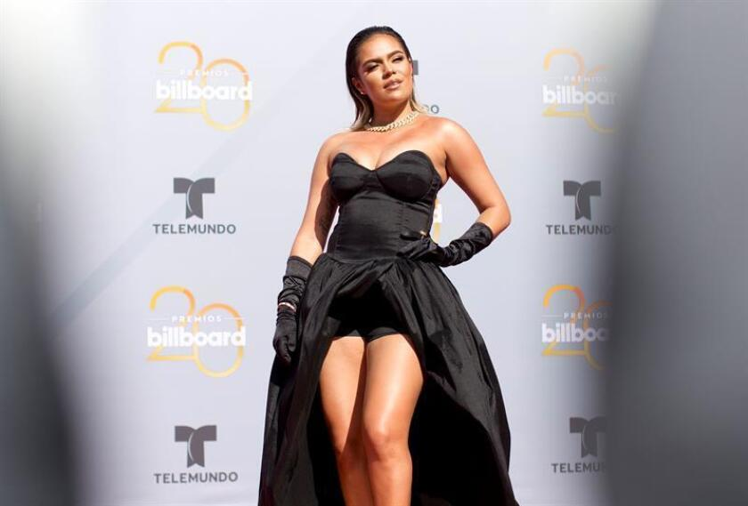 La cantante colombiana Karol G posa a su llegada a la alfombra roja de los premios Billboard. EFE/Archivo