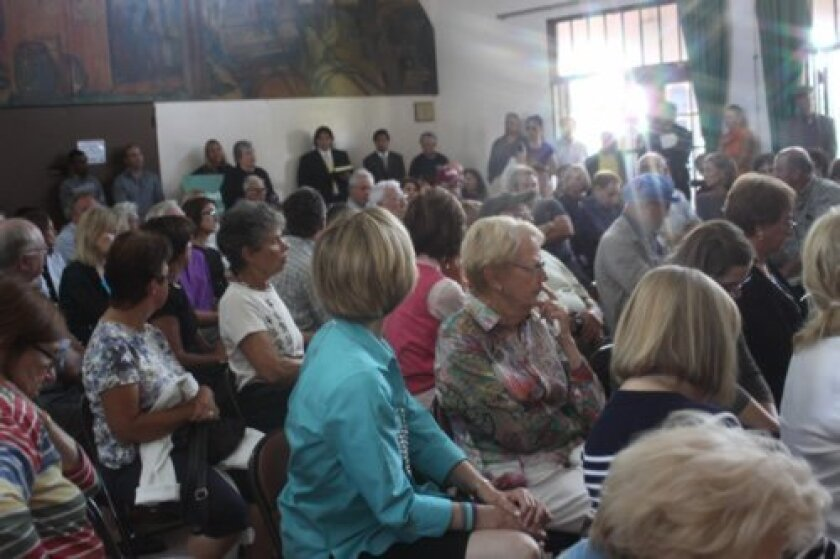 A standing-room-only crowd turns out for the Meet the Mayor event.