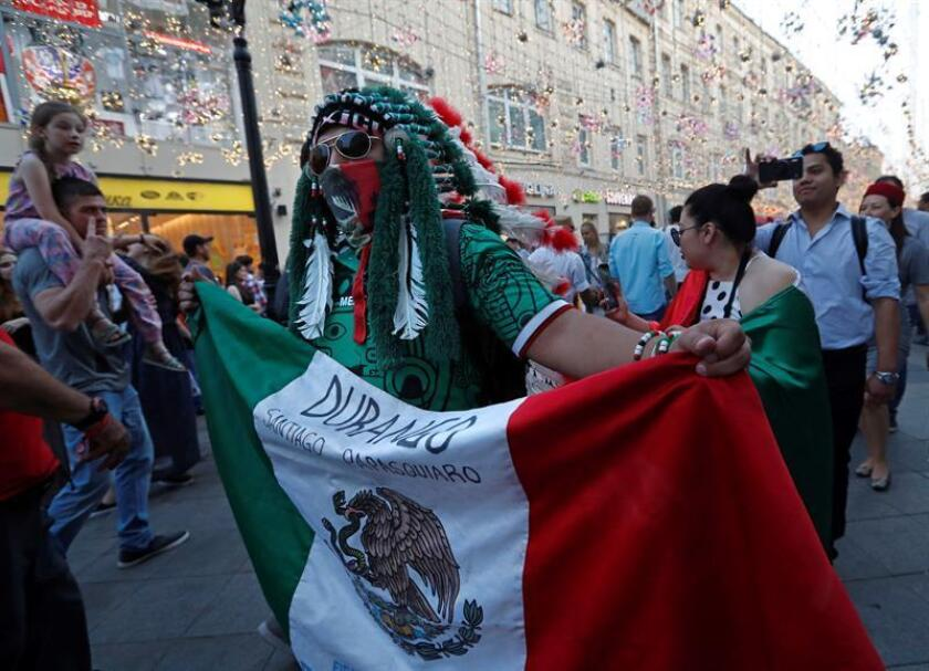 A fan of Mexico walks in Nikolskaya street dubbed the 'Street of Light' near Kremlin, one of the favourite meeting points in the Russian capital for soccer fans during the FIFA World Cup 2018, Moscow, Russia, 22 June 2018. (Mundial de Fútbol, Moscú, Rusia) EFE/EPA