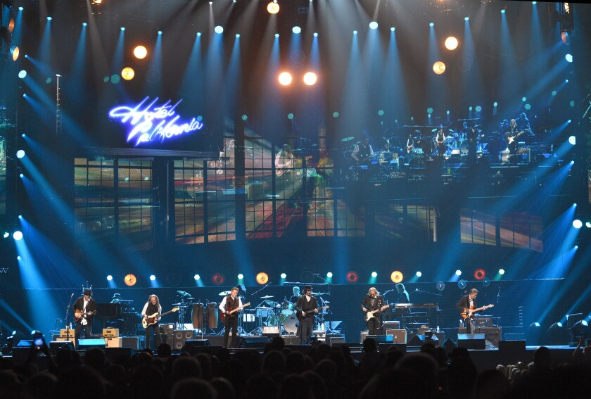 the eagles perform entire 39 hotel california 39 album for first time los angeles times. Black Bedroom Furniture Sets. Home Design Ideas