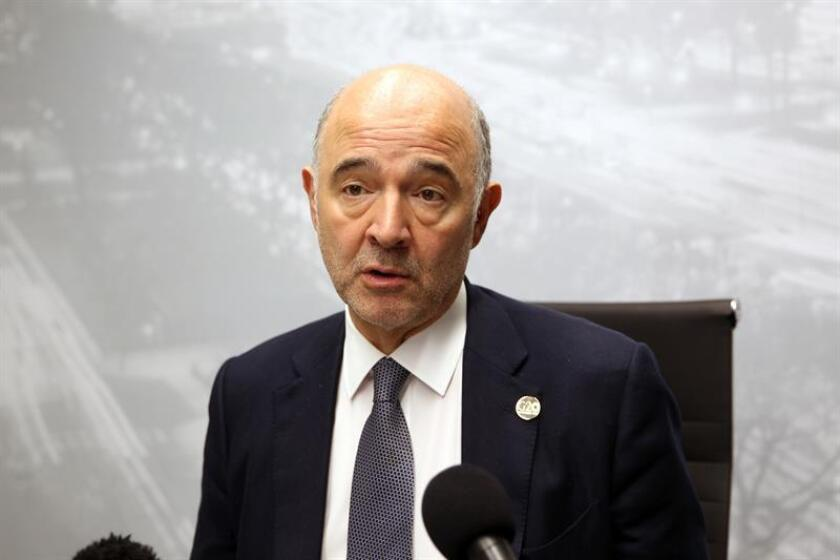 El comisario europeo de Asuntos Económicos y Financieros, Pierre Moscovici, ofrece una rueda de prensa. EFE/Archivo
