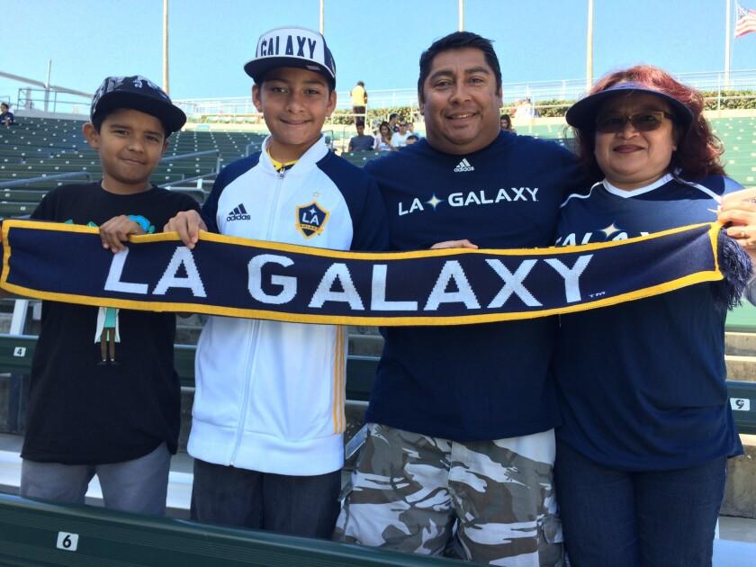 Aficionados angelinos celebran regreso de Landon Donovan con el Galaxy.