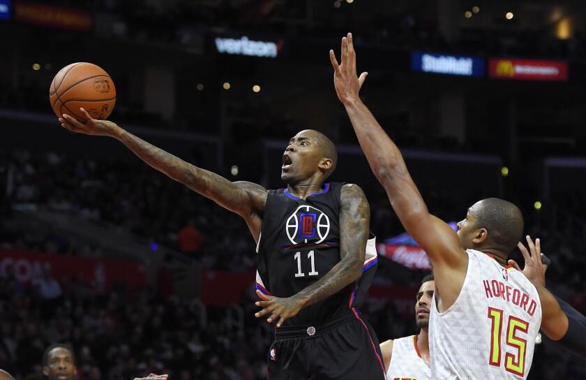 Clippers guard Jamal Crawford shoots against Atlanta center Al Horford.