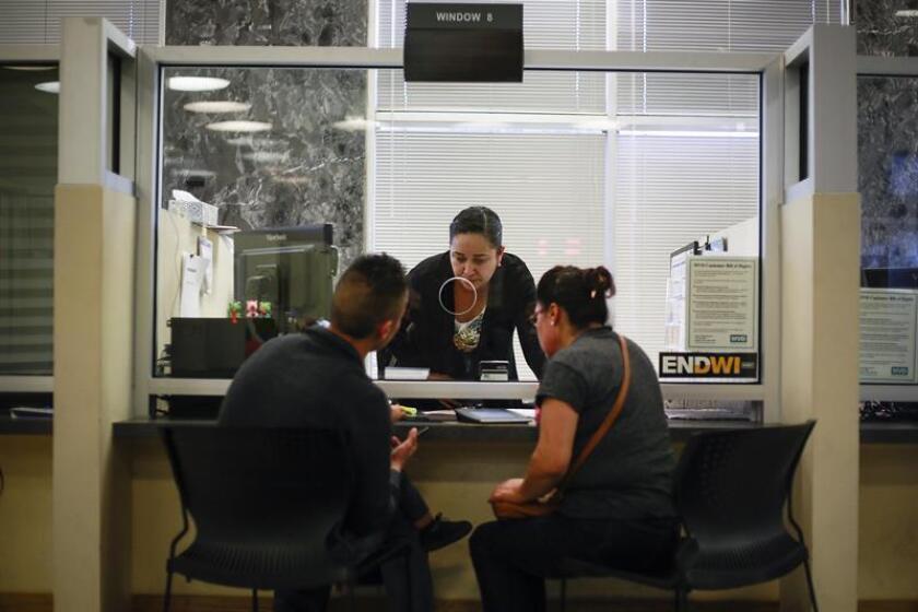 La promesa electoral del presidente electo, Donald Trump, de incrementar las deportaciones ha provocado un aumento del número de solicitudes de licencias de conducir en California por parte de unos indocumentados que confían en que las autoridades estatales protegerán su información personal. EFE/ARCHIVO