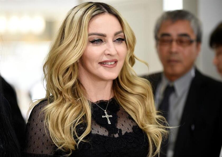 """La cantante Madonna apareció hoy por sorpresa en la multitudinaria """"Marcha de las Mujeres"""" de Washington, una protesta que exhibió el plantel de artistas que no logró Donald Trump para su investidura este viernes como presidente. EFE/ARCHIVO"""