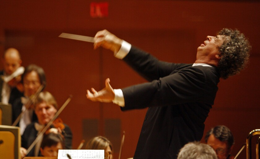Semyon Bychkov conducting the Los Angeles Philharmonic in April 2010 at Walt Disney Concert Hall. He's back this weekend.