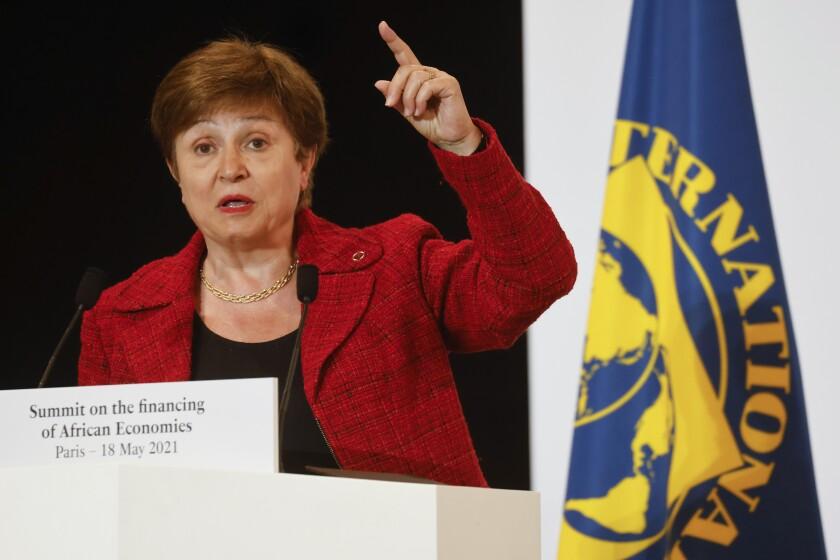 La directora gerente del FMI, Kristalina Georgieva, participa en la Cumbre de Financiamiento para las Economías Africanas, en París, el 18 de mayo de 2021. (Ludovic Marin, Pool via AP, File)