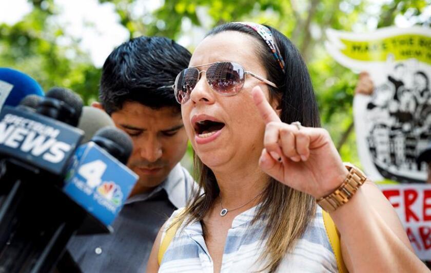 Sandra Chica, esposa de Pablo Villavicencio, habla durante una conferencia de prensa hoy, lunes 18 de junio de 2018, en Nueva York (EE.UU.). EFE
