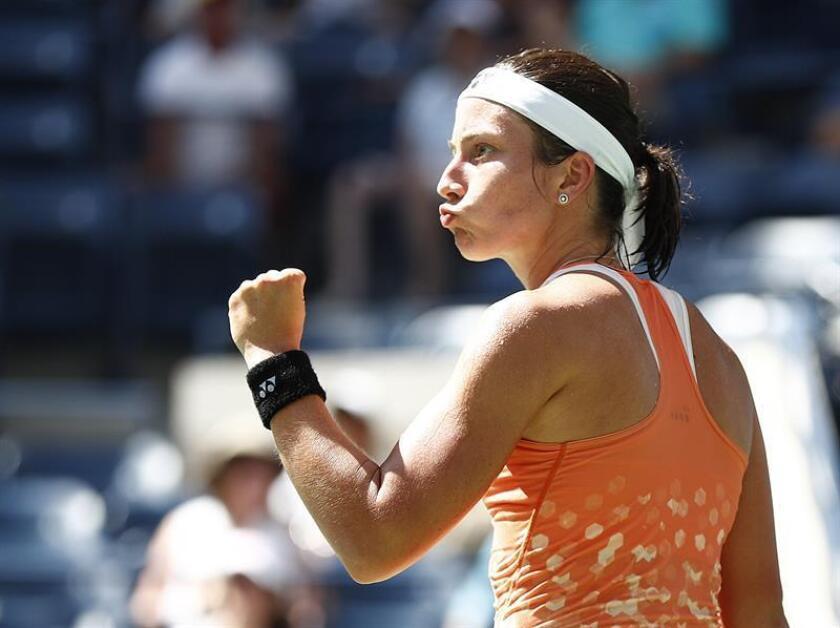 La tenista letona Anastasija Sevastova celebra un punto conseguido ante la estadounidense Sloane Stephens, durante el partido de cuartos de final del Abierto de Estados Unidos disputado en el centro nacional de tenis de Flushing Meadows, Nueva York, el 4 de septiembre del 2018. EFE