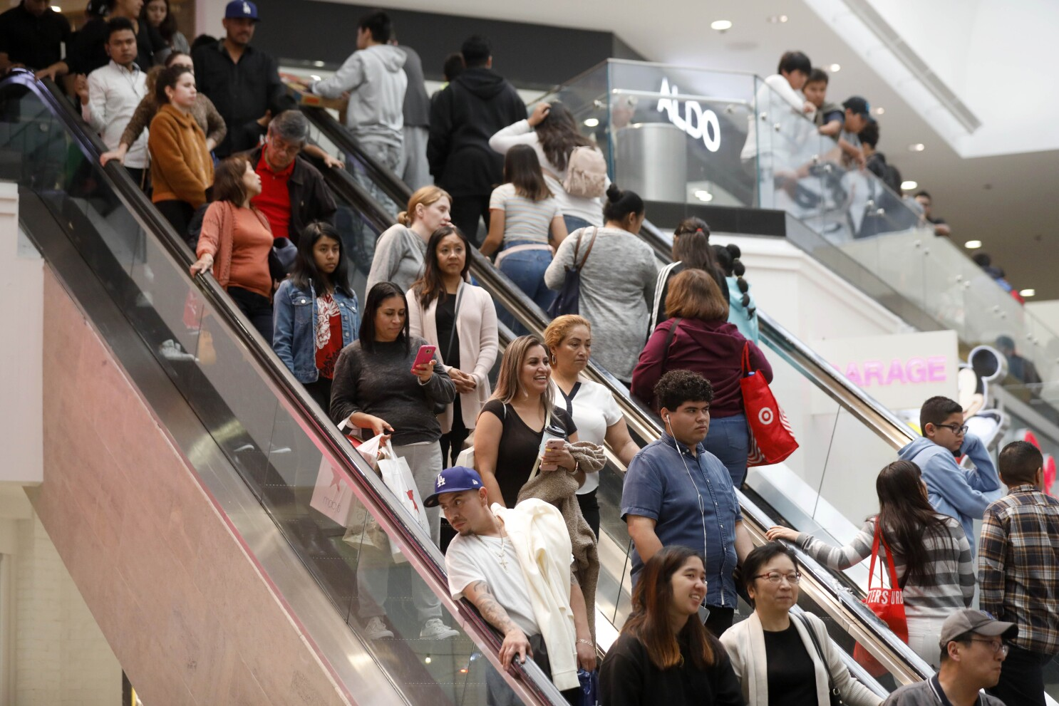 Retailers Plan For Black Friday With Covid 19 Precautions Los Angeles Times