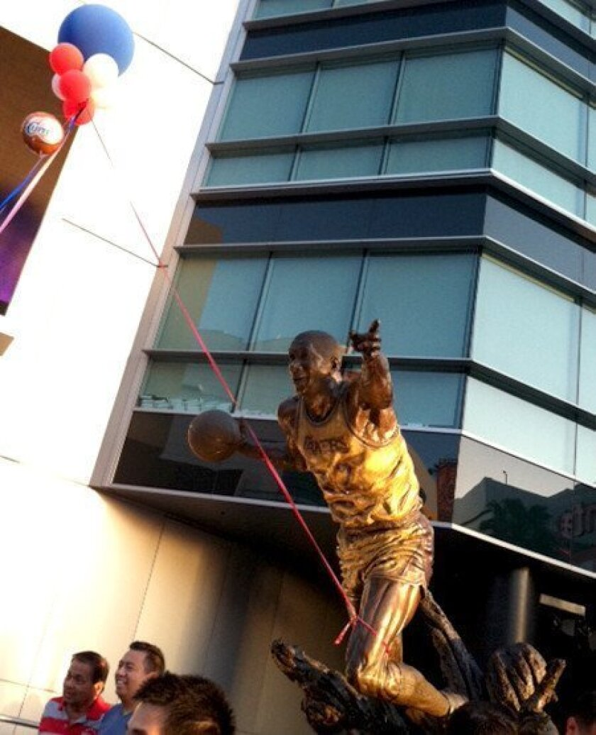 Balloons in Clippers' colors hang from Lakers statues; fans unhappy