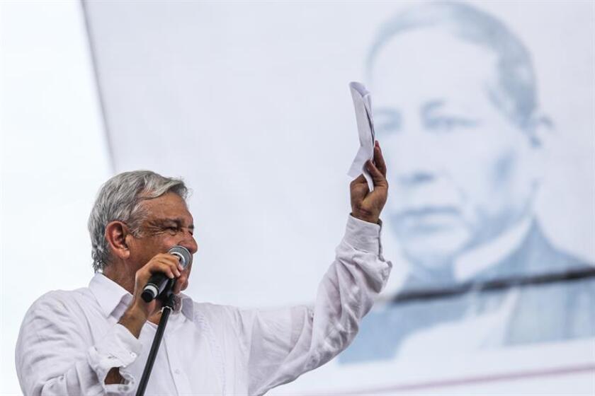 El presidente electo de México, Andrés Manuel López Obrador, participa en un acto público en el puerto de Acapulco (México). EFE/Archivo