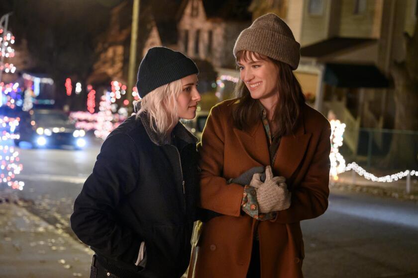 """Kristen Stewart and Mackenzie Davis in """"Happiest Season"""""""